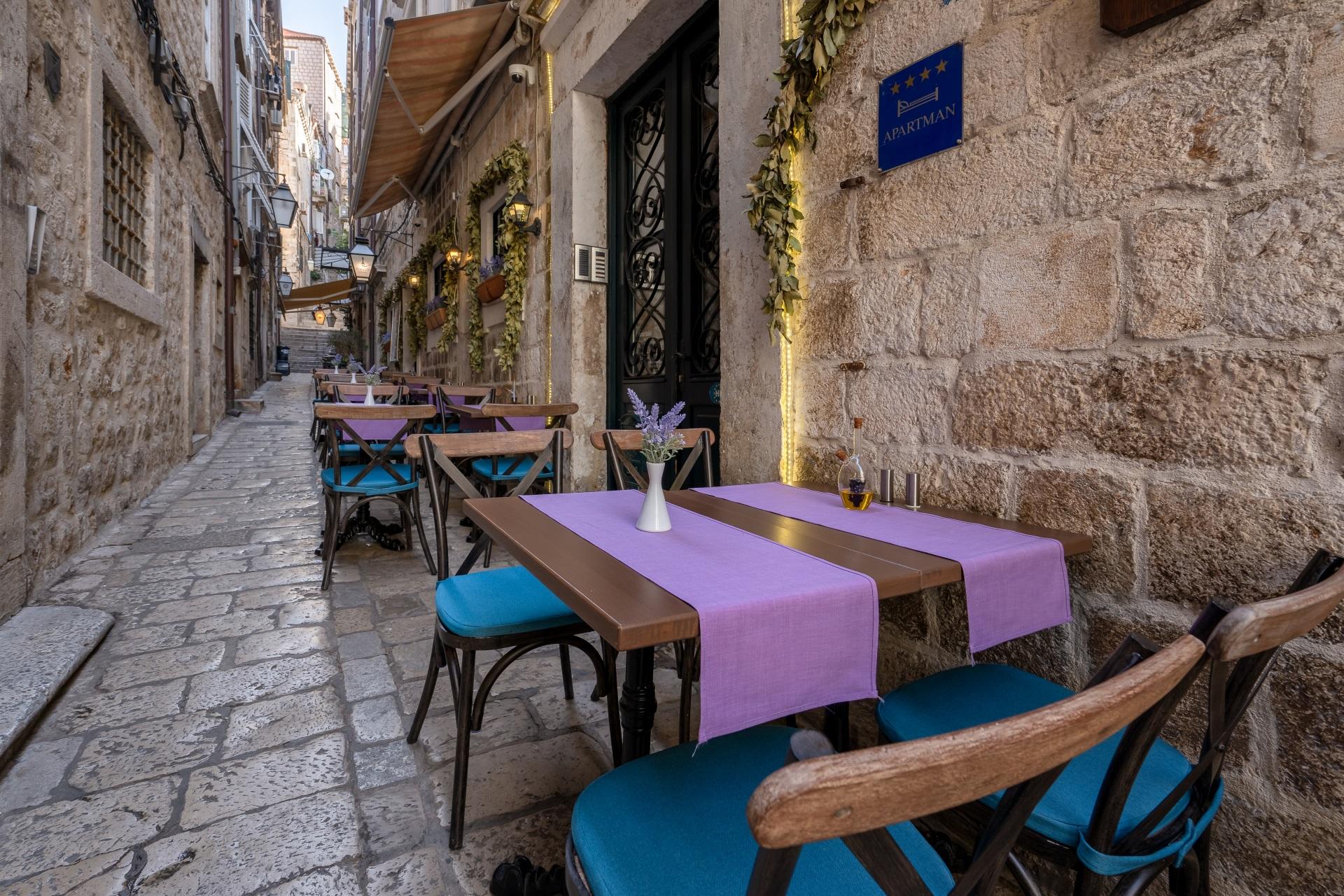 portun tables outside